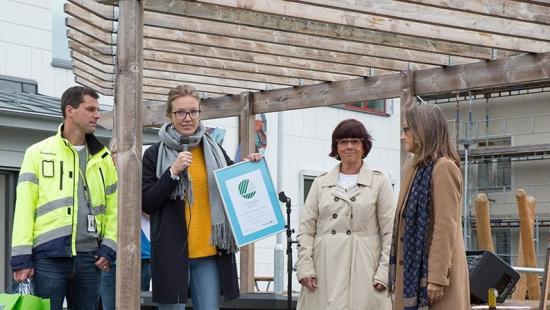 <span>Urban Johnsson, projektchef på Skanska, Elinor Holén, produktspecialist på Miljömärkning Sverige</span><span>, </span>Kerstin Carlzon, <span>bitr. rektor och </span>Anneli Andersson, tf. rektor på Strömskolan.
