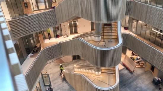 Ljushallen i nya Hubben i Uppsala Science Park, där Assemblin ansvarat för avancerade installationer.