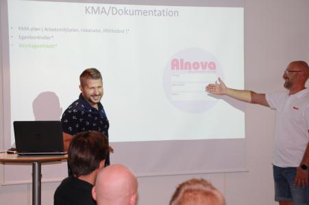 Servicechef Stefan Forsberg och montagechef Trond Kristoffersen håller i Alnovas montageutbildning.