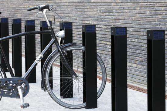 Cykelställ med integrerade solceller.