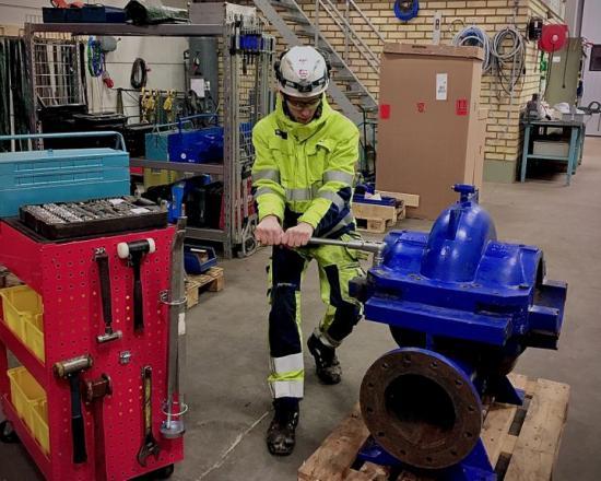Hampus Jansson läser Industriprogrammet på Praktiska Gymnasiet Örebro och är en av skolans elever som har en lärlingsanställning.