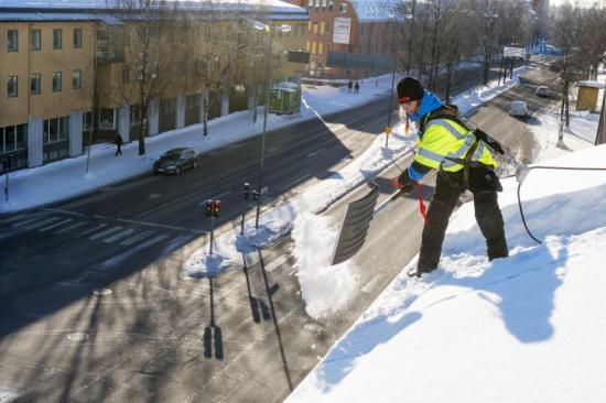 Säker takskottning i Umeå.