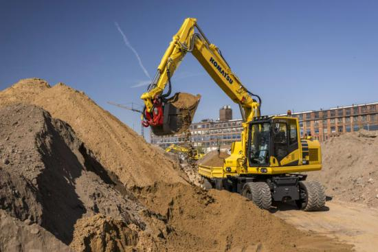 Lägre bränsleförbrukning och renare avgaser med Komatsus grävmaskin PW160-11.