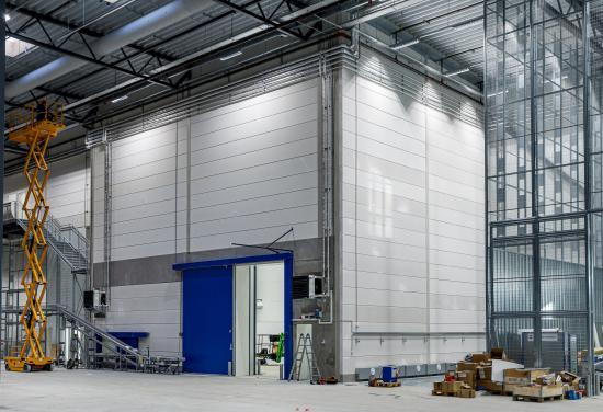 HEBEL brandväggar, med brandklassificeringen REI-120-M, är en konkurrenskraftig lösning i hela Norden och håller det nya automationslagret brandsäkert och hållbart.