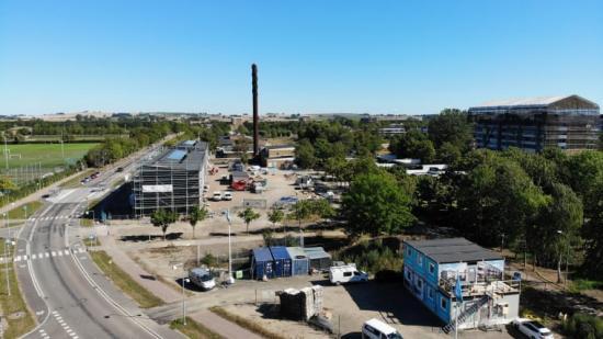 På byggarbetsplatsen till BoKlok Pilkvisten i Landskrona driver solcellerna på de kommande lägenhetshusen el till maskiner, byggbodar och liknande.